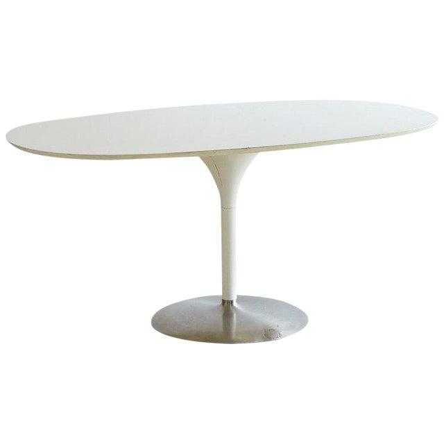 Contemporary Eero Saarinen Oval Tulip Table For Sale