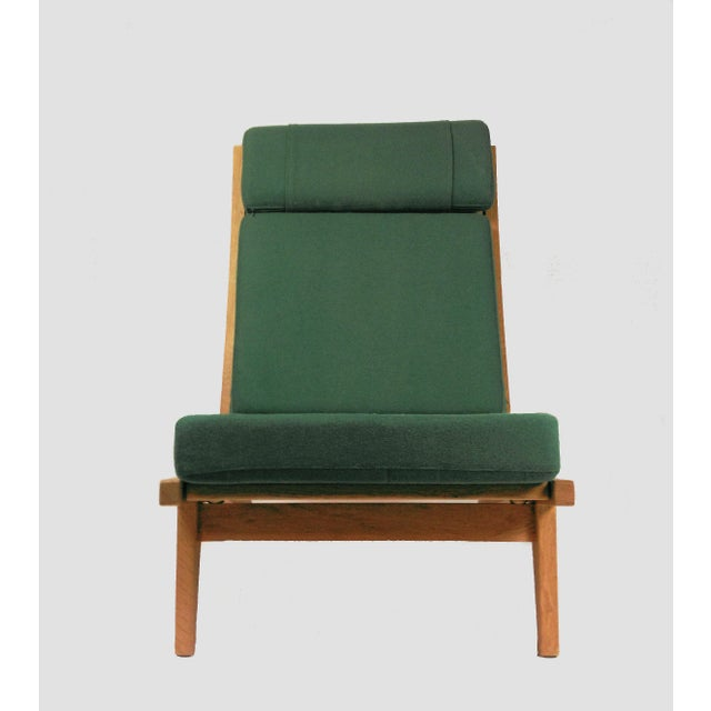 Set of 2 lounge chairs in oak designed by the famous Danish designer Hans Jørgen Wegner in 1969 made by GETAMA in the...