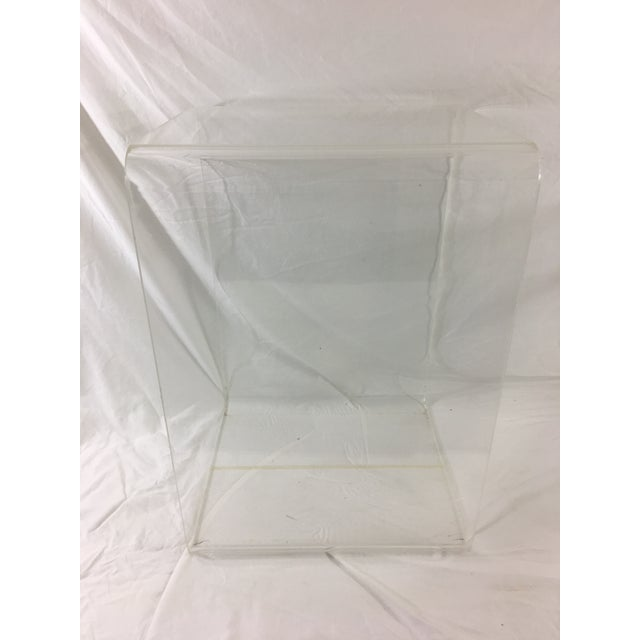 Mid-Century Modern Lucite Nesting Tables - Set of 2 For Sale - Image 4 of 11