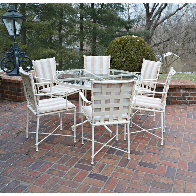 A gorgeous Brown Jordan outdoor patio table and chair set in excellent condition. This vintage set features cream tone...