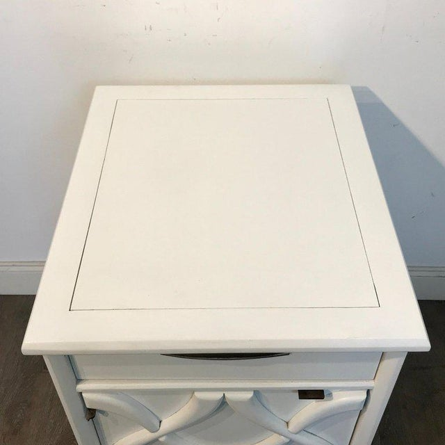 Mid-Century Modern Pair of Moderage Sculptural Parzinger White Lacquered King Size Nightstands For Sale - Image 3 of 13