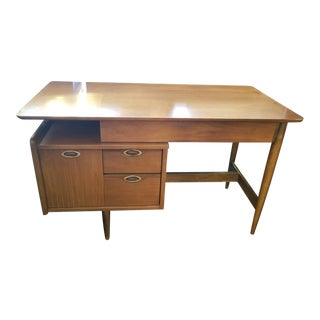 "20th Century Danish Modern Hooker ""Mainline"" Walnut Writing Desk For Sale"