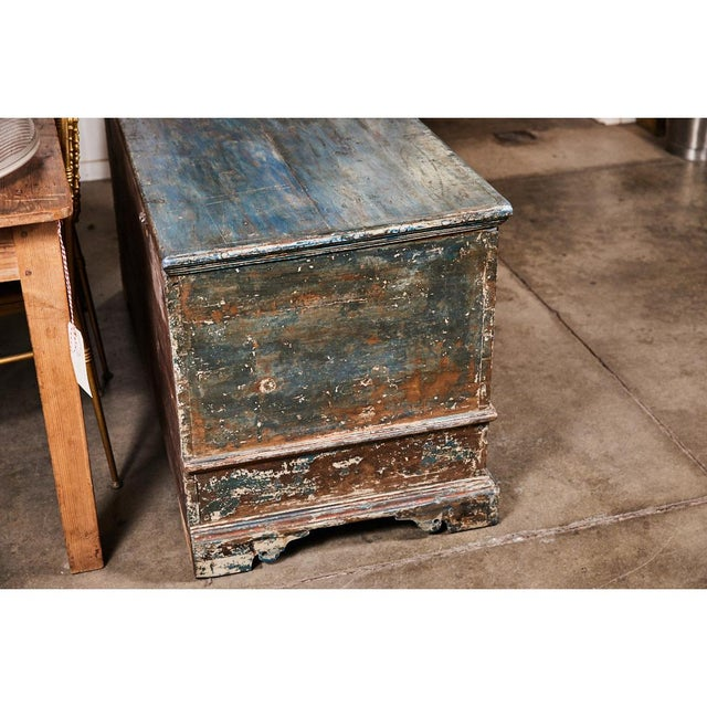 Early 18th Century Pennsylvania Blanket Box/ Dowry Chest For Sale - Image 5 of 9