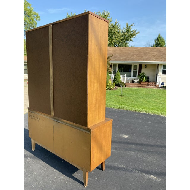 1960s Mid Century Blowing Rock Industries Kent Coffey Style Pecan Walnut Display China Hutch For Sale In Cleveland - Image 6 of 9