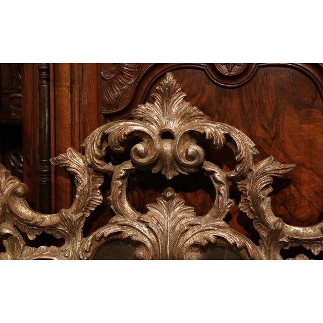 1960s Mid-Century Italian Carved Wood Silver Leaf Mirror With Antiqued Mirror For Sale - Image 5 of 7