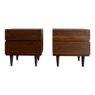 Vintage Walnut American of Martinsville Nightstand - a Pair For Sale