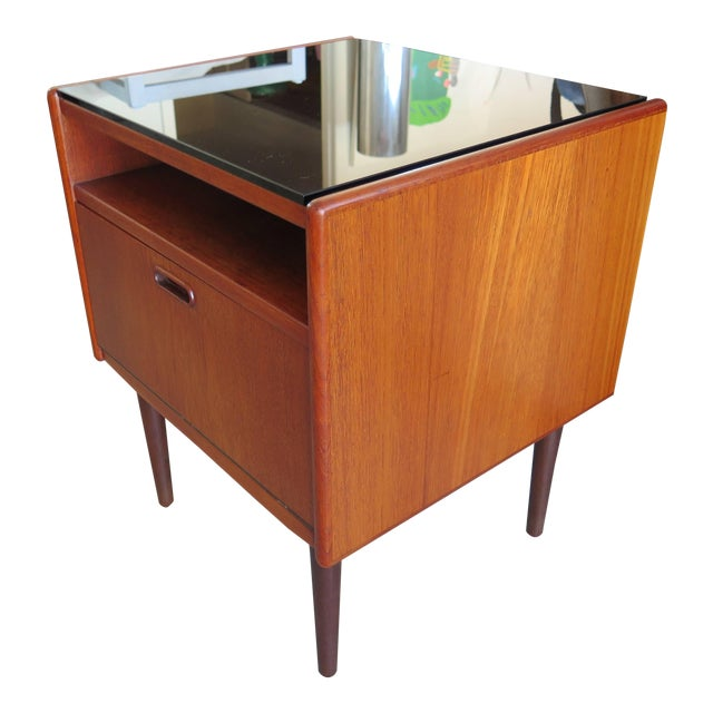 Pair of Night Stands by Borge Mogensen For Sale
