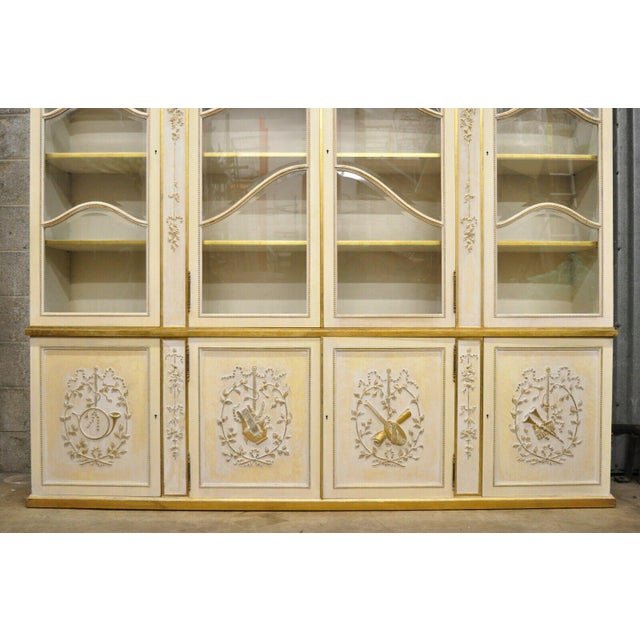 Italian Regency Cream and Gold Gilt Breakfront China Cabinet For Sale - Image 4 of 13