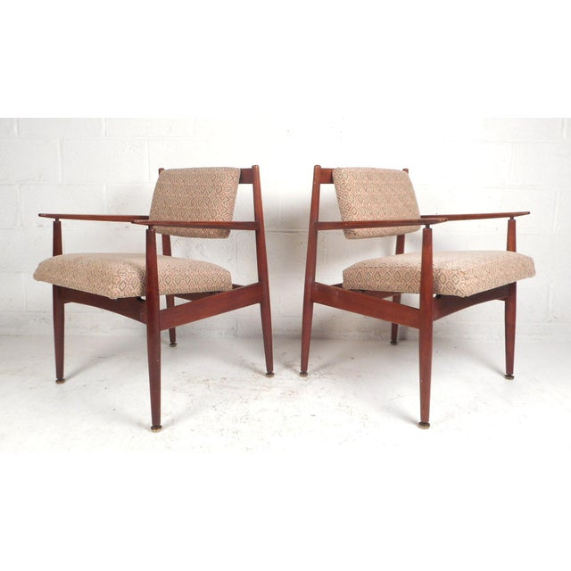 1960d Mid-Century Modern Jens Risom Design Walnut Lounge Chairs - a Pair For Sale - Image 10 of 10