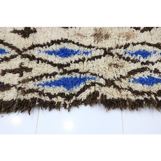 1980s Azilal Moroccan Rug - 2′6″ × 4′11″ For Sale - Image 4 of 6