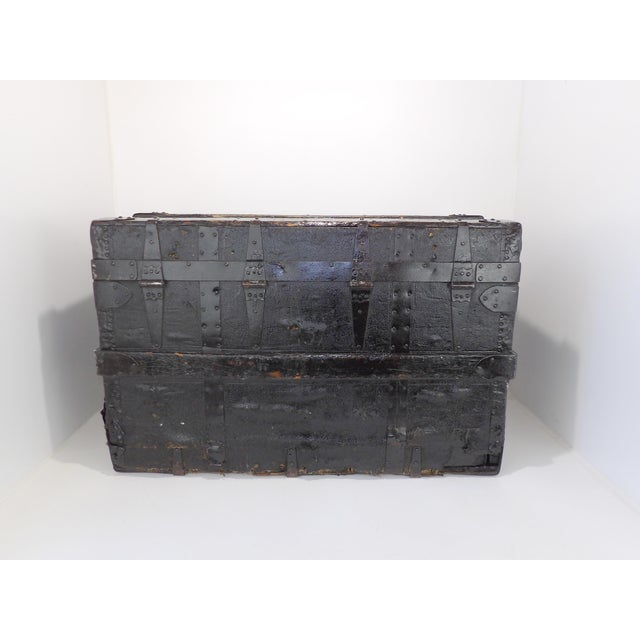 Late 19th Century Antique Crouch & Fitzgerald Coffee Table/Steamer Trunk For Sale In Sacramento - Image 6 of 11