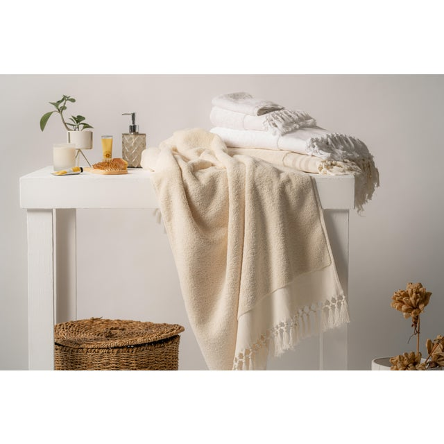 2020s Plush & Bare Handmade Organic Cotton Bath Towel in White For Sale - Image 5 of 9