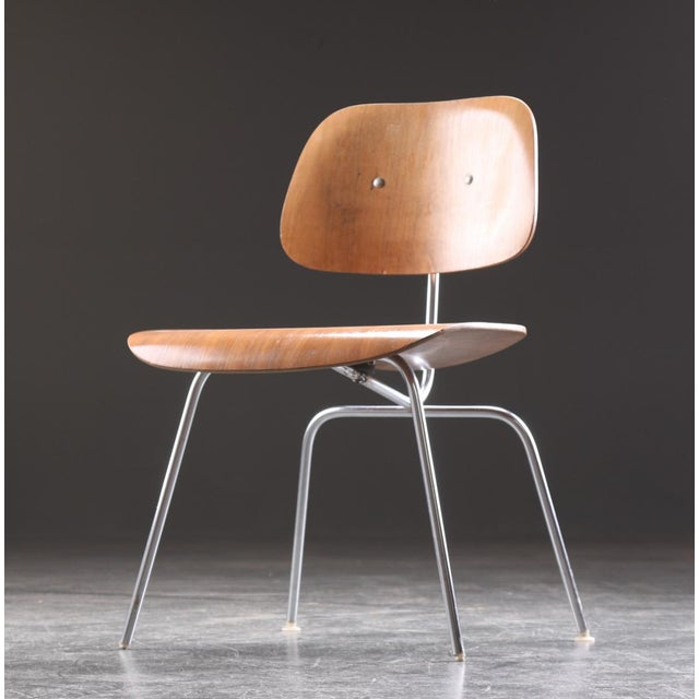 DCM Dining Chair by Charles & Ray Eames for Herman Miller, 1955 For Sale - Image 9 of 9
