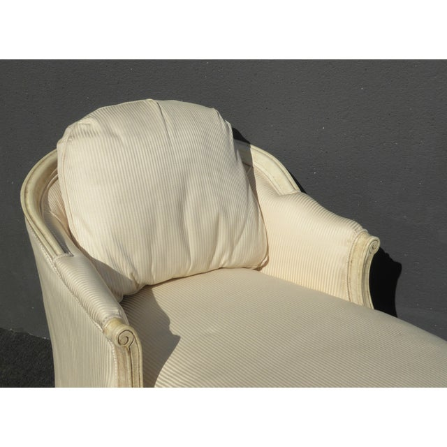 1970s 1970s Vintage French Provincial Style White Chaise Lounger Settee For Sale - Image 5 of 12