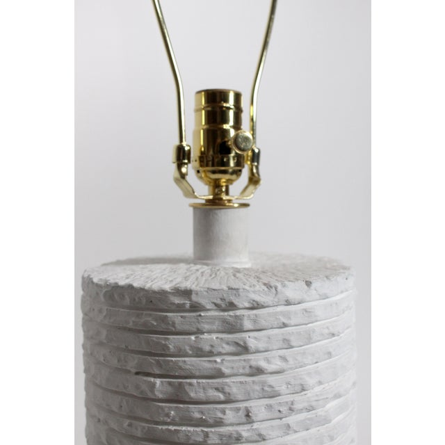 Sculptural Mid-Century Gesso Covered Plaster Sirmos Style Stacked Stone Restored & Rewired For Sale - Image 9 of 10