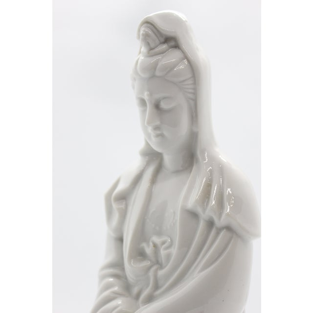 """1960's Chinoiserie """"Blanc De Chine"""" Quan Yin Sitting Figurine For Sale In Los Angeles - Image 6 of 9"""