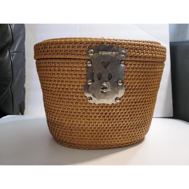 Vintage 1970s Reed Picnic/Bar/Espresso Basket For Sale - Image 12 of 13