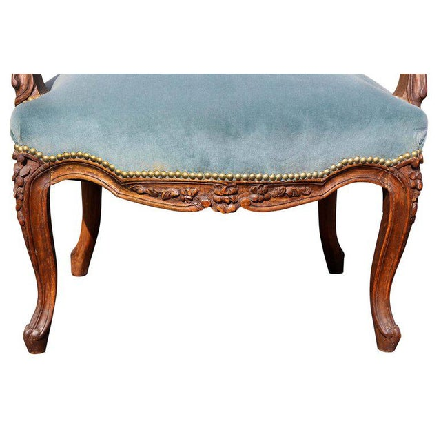 1900 - 1909 Pair of Louis XV Style Walnut Fauteuil For Sale - Image 5 of 11