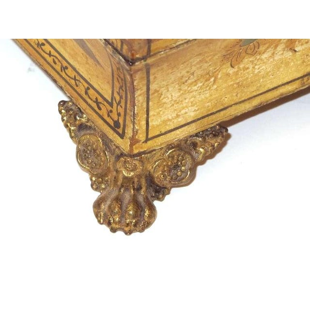 An Elegant English Regency Yellow-Lacquered Chinoiserie Jewelry Box For Sale In San Francisco - Image 6 of 6