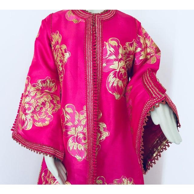 Gold Vintage Designer Moroccan Caftan, Metallic Brocade Kaftan With Pink and Gold For Sale - Image 8 of 13