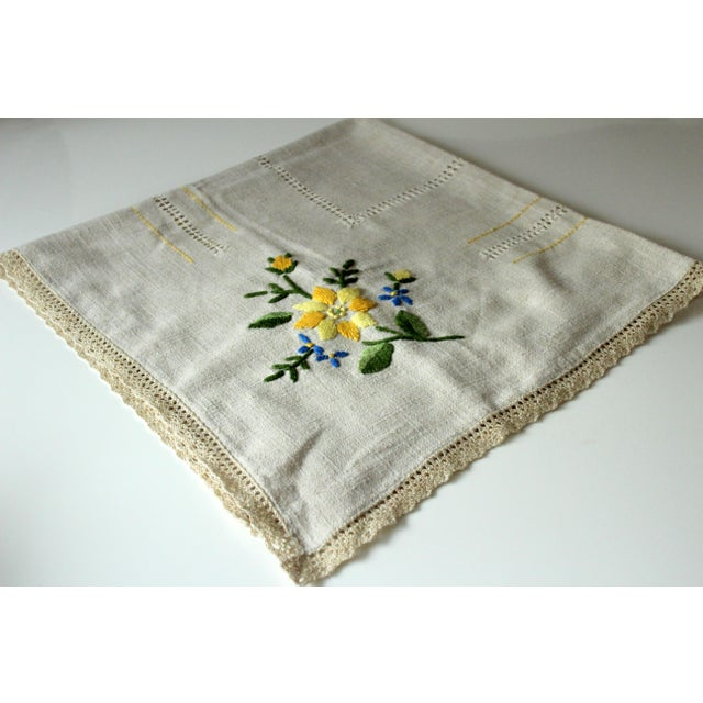 Tablecloth handmade out of cotton and linen, Vintage from the 1960s, embroidered with satin stitch, with hemstitch...