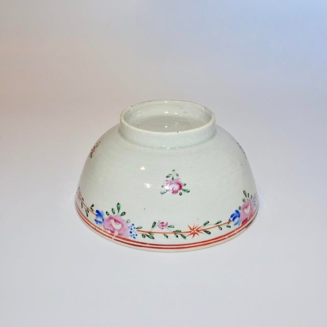 Late 19th Century 19th Century Chinese Porcelain Export Bowl With Floral Decoration For Sale - Image 5 of 8