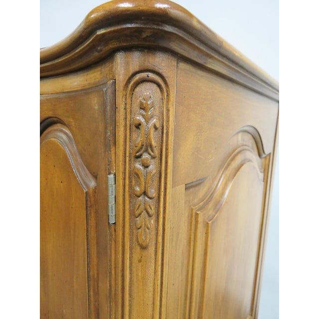 French Vanleigh Carved Fruitwood Chest of Drawers For Sale In Philadelphia - Image 6 of 11