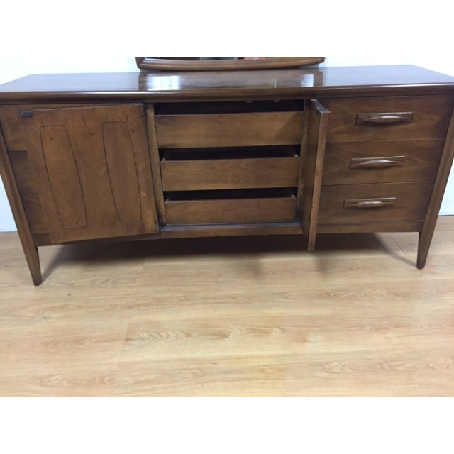 Broyhill Emphasis Mid-Century Dresser & Mirror - Image 8 of 9