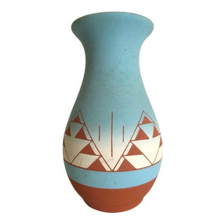 Vintage Native American Sioux Signed Sky Blue Ombre Terra Cotta Pottery Vase For Sale