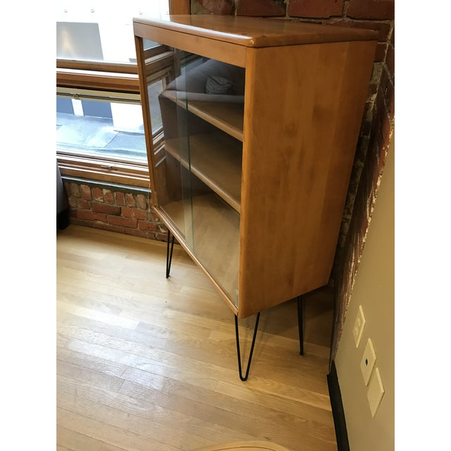 Heywood Wakefield Display Cabinet With Hairpin Legs - Image 4 of 4