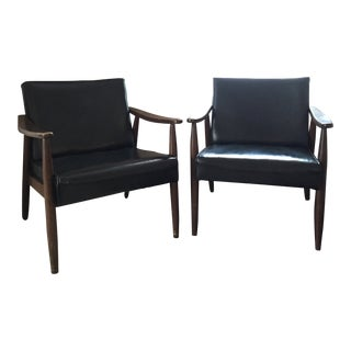 Pair of Paoli Mid-Century Modern Chairs For Sale