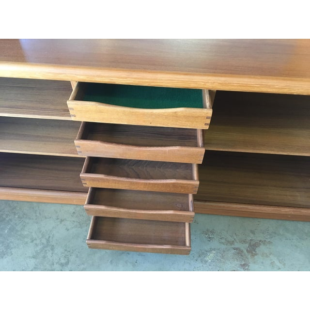 1950s Mid Century Modern Solid Teak Sideboard and Floating Hutch With Accordion Doors For Sale - Image 4 of 12