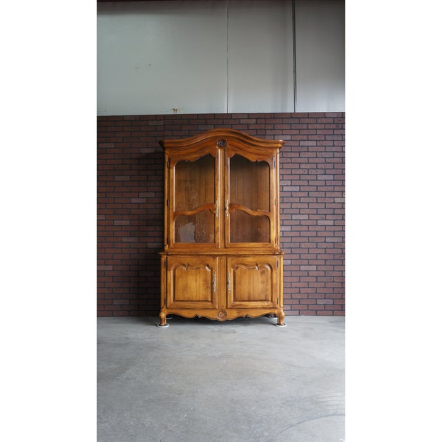 Ethan Allen French Country China Cabinet - Image 2 of 8