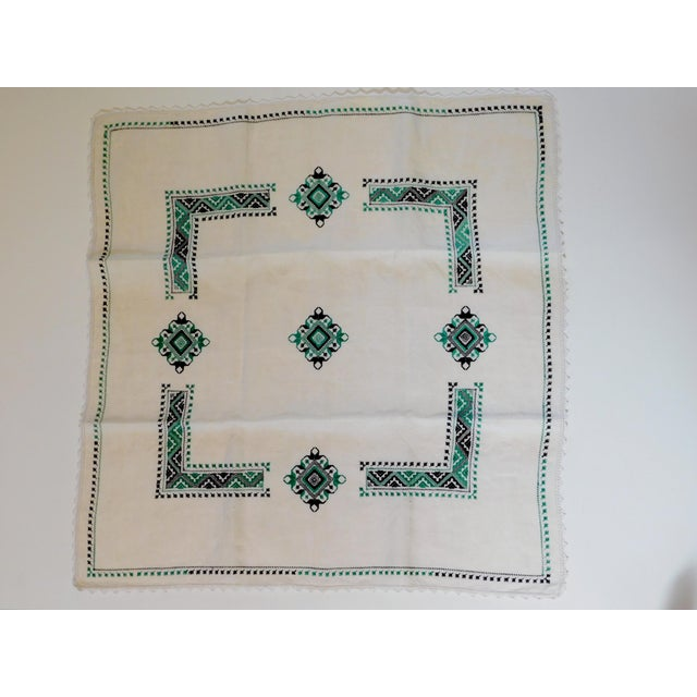 1940s 1940s Petite Nappe De Table Hand Embroidered Linen Tablecloth For Sale - Image 5 of 6