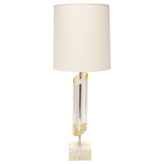 Karl Springer 1970's Mid-Century Modern Golden Lucite Architectural Lamp For Sale - Image 4 of 7