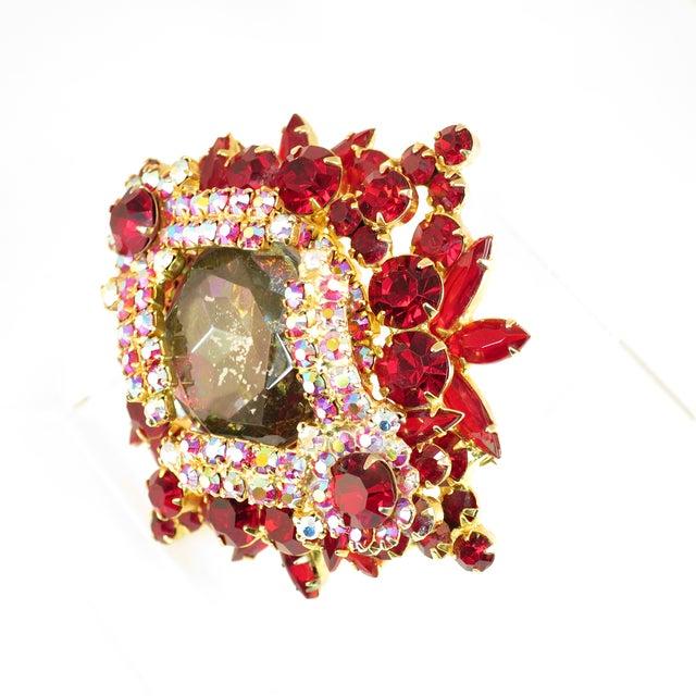 1960s DeLizza & Elster Juliana Garnet Crystal Brooch 1960s For Sale - Image 5 of 11