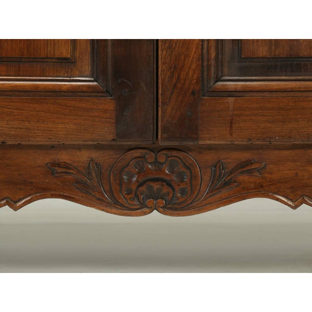"""Walnut Antique French """"très Grand"""" Buffet in Walnut For Sale - Image 7 of 10"""