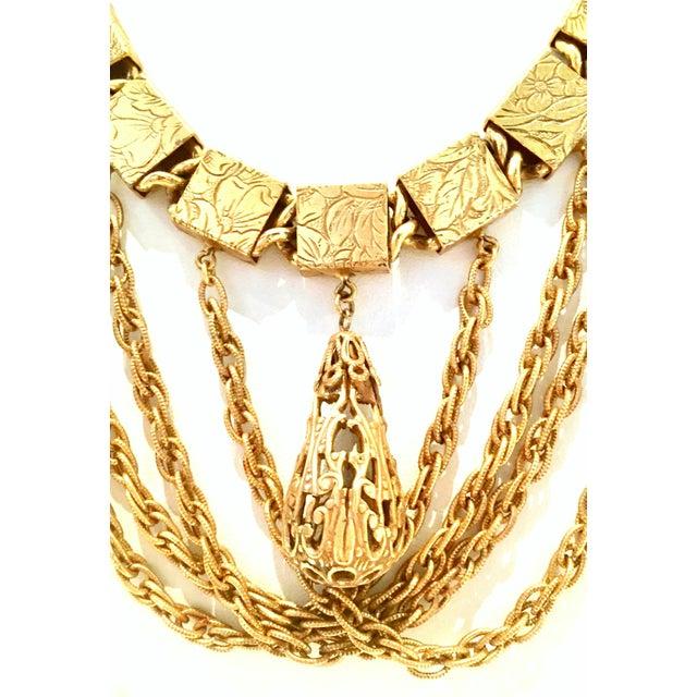 Art Nouveau 20th Century Art Nouveau Gold Book Chain Choker Style Necklace & Earrings - Set of 3 For Sale - Image 3 of 13