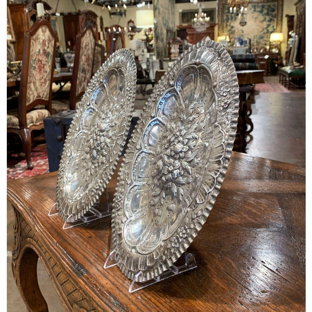 Pair of 19th Century French Repousse Silver Oval Wall Plaques For Sale In Dallas - Image 6 of 8