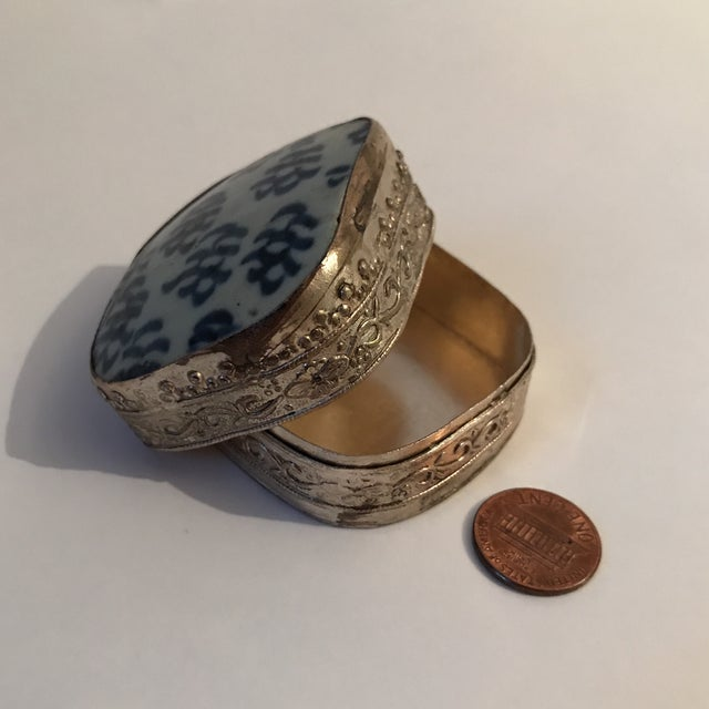 Chinese Porcelain Silver Shard Box For Sale - Image 10 of 11