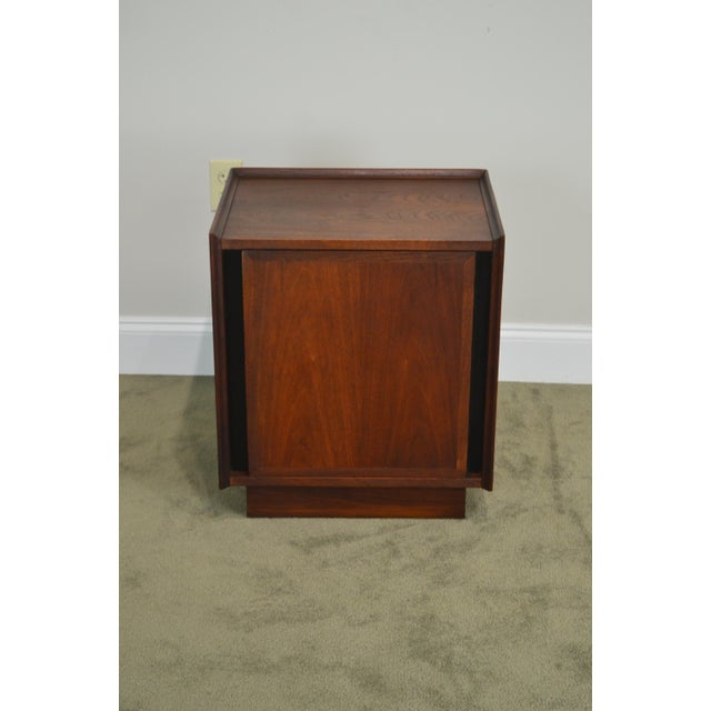 Milo Baughman for Dillingham Mid Century Modern Walnut Nightstand For Sale - Image 9 of 13