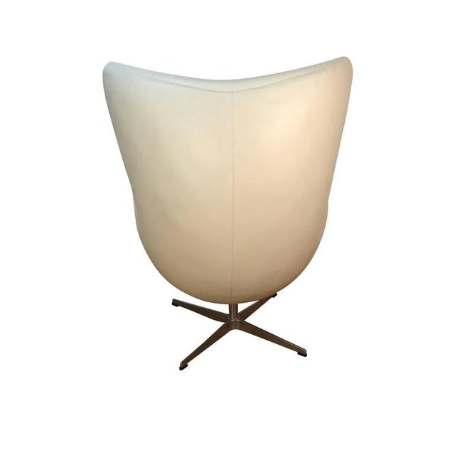 Arne Jacobson Style White Leather Egg Chair - Image 3 of 7