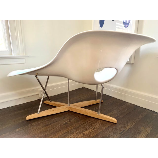 """Late 20th Century Mid Century Charles Eames """"La Chaise"""" White Lounge Chair For Sale - Image 5 of 9"""