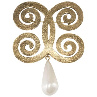 Chanel Brooch Pin W/ Dangling Faux Pearl Swirl Butterfly1970s Vintage Curling CC For Sale