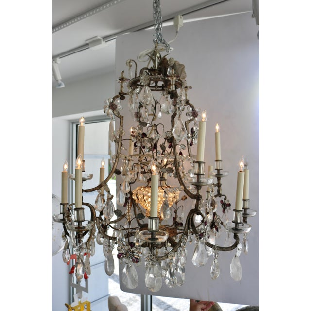 Louis XV Masion Bagues, 12-Light, Rock Crystal & Amethyst Chandelier For Sale - Image 3 of 11
