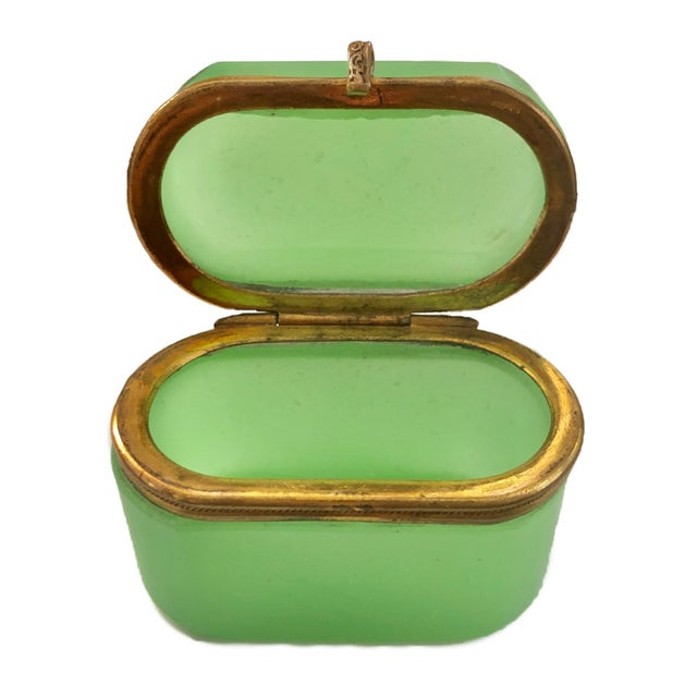 French Late 19th Century Antiqee French Green Opaline Miniature Box For Sale - Image 3 of 4