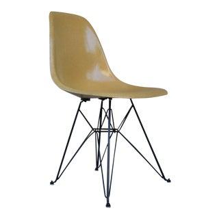 1960s Mid-Century Modern Eames for Herman Miller Fiberglass Shell Chair For Sale