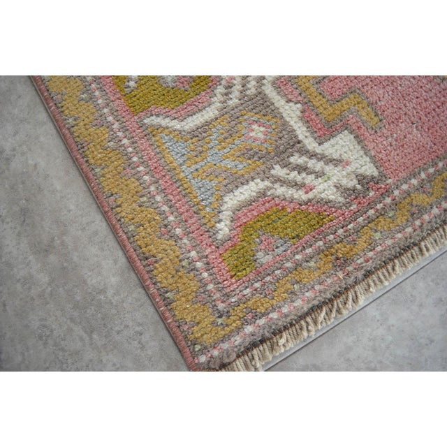 Cottage Distressed Low Pile Turkish Yastik Rug Faded Kitchen Sink Mat - 1'8'' X 3' For Sale - Image 3 of 4