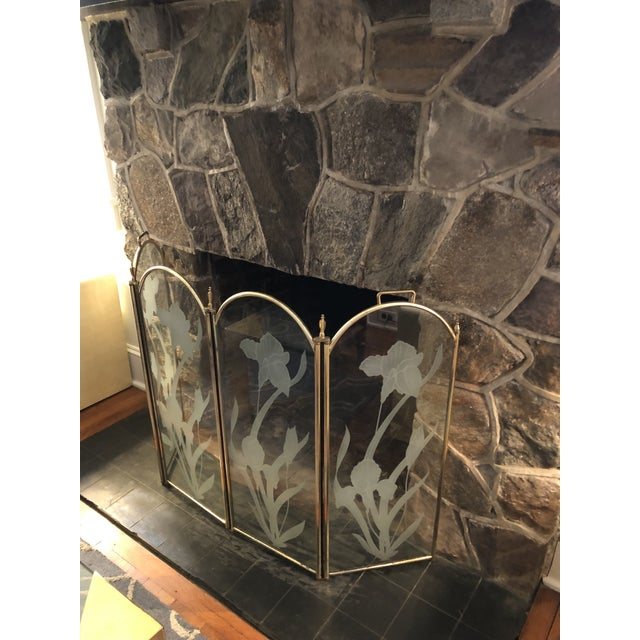 Vintage Mid Century Hollywood Regency 4 Panel Brass Etched Glass Fireplace Screen For Sale - Image 4 of 11