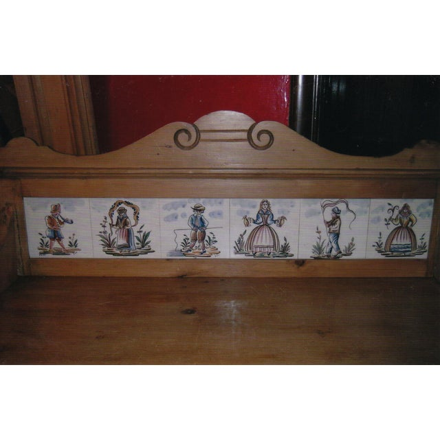 Antique Pine Dresser with Tile Back - Image 4 of 7